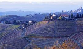 Panorama del otoño de Langhe Imagen del color Imagenes de archivo