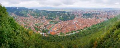 panorama del Pájaro-ojo del centro de ciudad de Brasov Imagen de archivo