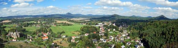 Panorama del paesaggio del nord della Boemia dall'allerta del Na Strazi di rozhledna Immagini Stock Libere da Diritti