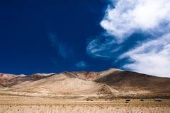 Panorama del paesaggio dell'alta montagna dell'Himalaya. L'India Fotografie Stock Libere da Diritti