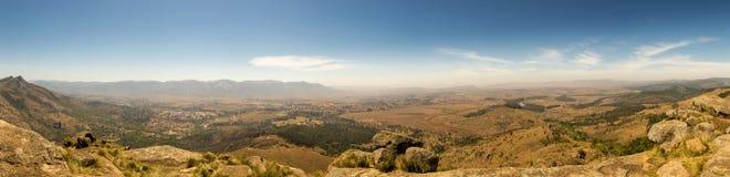 Panorama del paesaggio della savanna in montagne dello Swaziland Fotografie Stock