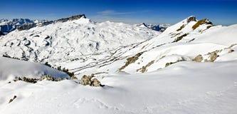 Panorama del paesaggio di inverno delle montagne della neve il giorno soleggiato Ifen, Baviera Immagini Stock Libere da Diritti