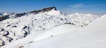 Panorama del paesaggio di inverno delle montagne della neve il giorno soleggiato Ifen, Baviera Fotografia Stock