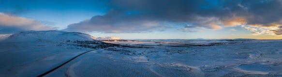 Panorama del paesaggio nevoso dell'Islanda Fotografia Stock