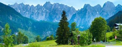 Panorama del paese di estate delle alpi (Austria). Fotografia Stock