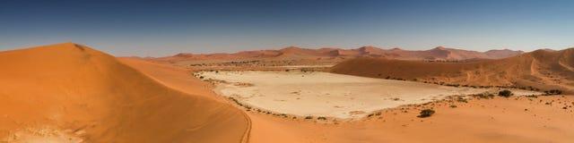 Panorama del paisaje de la duna en Sossusvlei Imagen de archivo libre de regalías