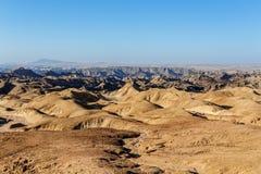 Panorama del paisaje fantrastic del moonscape de Namibia Imágenes de archivo libres de regalías