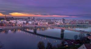 Panorama del paisaje urbano con el puente imágenes de archivo libres de regalías
