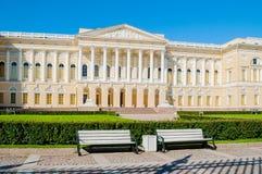 Panorama del palacio de Michael, construcción del museo ruso del estado en St Petersburg, Rusia Fotos de archivo
