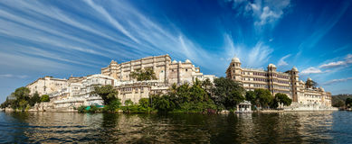 Panorama del palazzo della città. Udaipur, India Immagini Stock