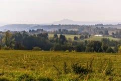 Panorama del paraíso checo con el castillo Trosky imagen de archivo