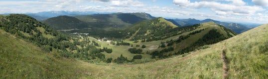 Panorama del planina de Soriska abajo de la cumbre de Slatnik en Julian Alps en Eslovenia Fotos de archivo
