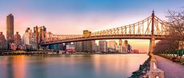 Panorama del ponte di Queensboro al tramonto Fotografia Stock Libera da Diritti