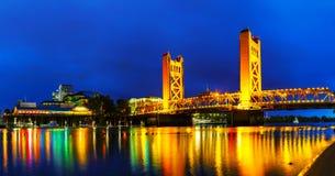 Panorama del ponte mobile dei cancelli dorati a Sacramento Fotografie Stock Libere da Diritti