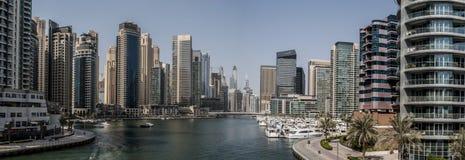 Panorama del porticciolo del Dubai negli emirati Fotografie Stock
