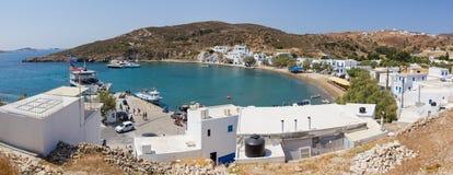 Panorama del porto di Psathi, isola di Kimolos, Grecia immagini stock libere da diritti