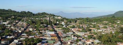 Panorama del pueblo colonial de Conception de Ataco Fotos de archivo