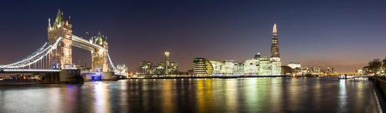 Panorama del puente de la torre al casco Foto de archivo