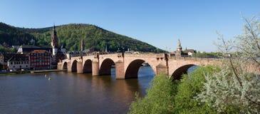 Panorama del puente viejo en Heidelberg, Alemania foto de archivo libre de regalías