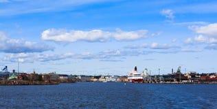 Panorama del puerto de Helsinki Imagen de archivo libre de regalías