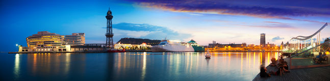 Panorama del puerto Vell en puesta del sol. Barcelona fotografía de archivo libre de regalías