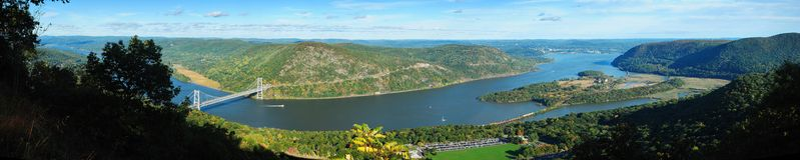 Panorama del río de la montaña Fotos de archivo