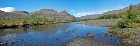 Panorama del río Mikchangda. Imagen de archivo libre de regalías