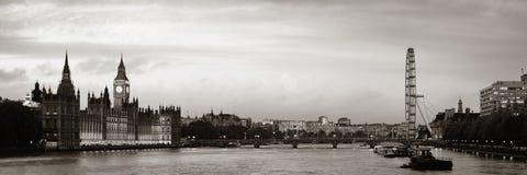 Panorama del río Támesis foto de archivo