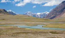 Panorama del río y del lago de Arabel-Suu. Kirguistán Imagen de archivo
