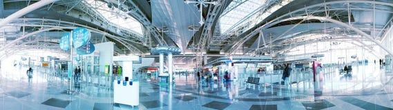 Panorama del salón del aeropuerto Imagen de archivo libre de regalías