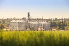 panorama del silo moderno del metal en campo Imágenes de archivo libres de regalías