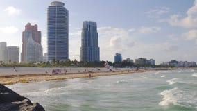 Panorama del sur 4k la Florida los E.E.U.U. de la playa de Miami del tiempo de la puesta del sol del verano almacen de video