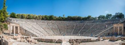 Panorama del teatro antiguo de Epidaurus, Grecia Foto de archivo libre de regalías