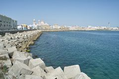 Panorama del terraplén de Cádiz en España fotos de archivo libres de regalías