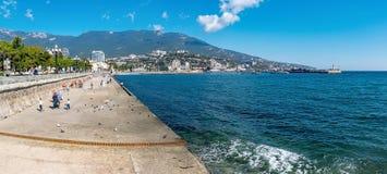 Panorama del terraplén de Yalta Foto de archivo libre de regalías