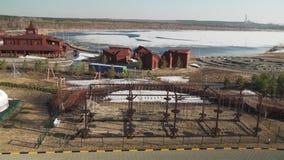 Panorama del territorio Rixos del hotel y del lago Schuchye en el vídeo de la cantidad de la acción de Burabay del parque naciona almacen de video