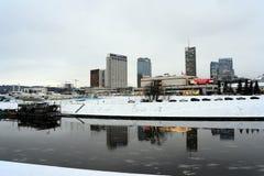 Panorama del tiempo de mañana de los rascacielos del invierno de Vilna Fotos de archivo