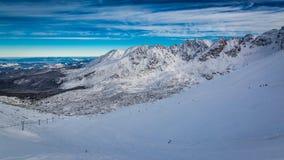 Panorama del valle de Gasienicowa desde arriba de Kasprowy Wierch en invierno Foto de archivo