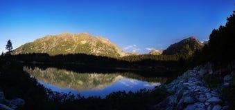 Panorama del valle en las montañas de Tatra, Eslovaquia, Europa del lago del pleso de Popradske Foto de archivo libre de regalías