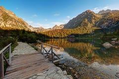 Panorama del valle en las montañas de Tatra, Eslovaquia, Europa del lago del pleso de Popradske Imagen de archivo libre de regalías