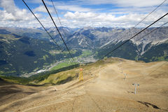 Panorama del verano de Bormio y de Valtelina Imagen del color Fotos de archivo