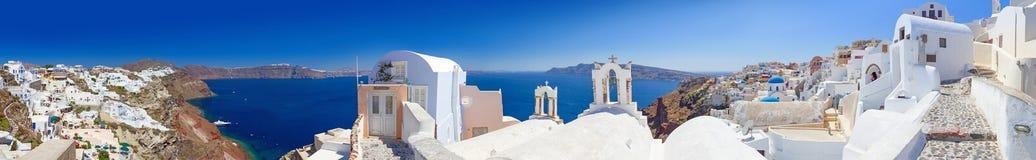 Panorama del villaggio di OIA sull'isola di Santorini Immagini Stock Libere da Diritti