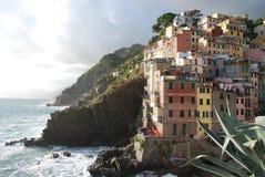 Panorama del villaggio di Riomaggiore fotografia stock