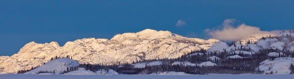 Panorama del Yukon Canada delle catene montuose di inverno di Snowy Fotografia Stock Libera da Diritti