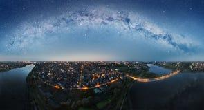 Panorama dell'antenna della città di notte Fotografia Stock
