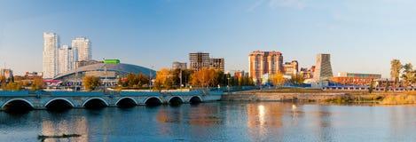 Panorama dell'argine di autunno del fiume Miass Immagine Stock Libera da Diritti