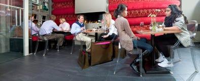 Panorama dell'interiore del ristorante fotografia stock libera da diritti