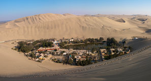 Panorama dell'oasi di Huacachina Fotografia Stock