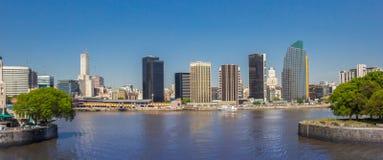 Panorama dell'orizzonte di Buenos Aires moderna fotografia stock libera da diritti
