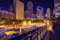 Panorama dell'orizzonte di Chicago con la grande ruota, Chicago, U.S.A. fotografia stock libera da diritti